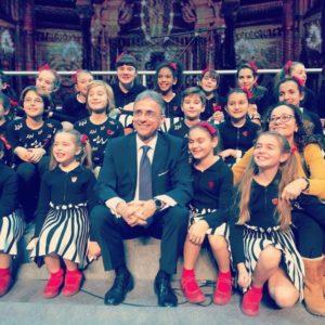 L'Ambasciatore con i bambini del Coro dello Zecchino d'Oro